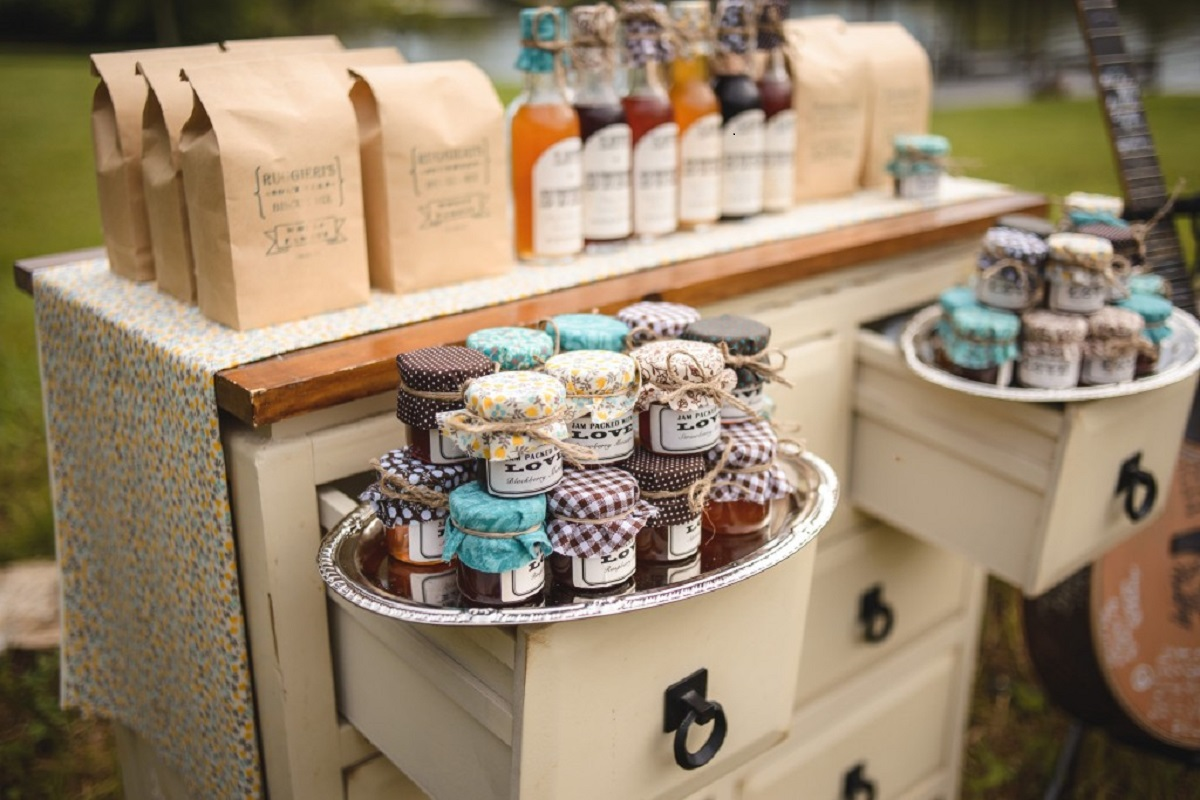 Stay Rustic With Your Wedding Favors Rustic Weddings
