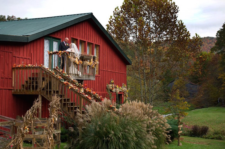 barn-wedding-venue-tennessee-honeysuckle-hills