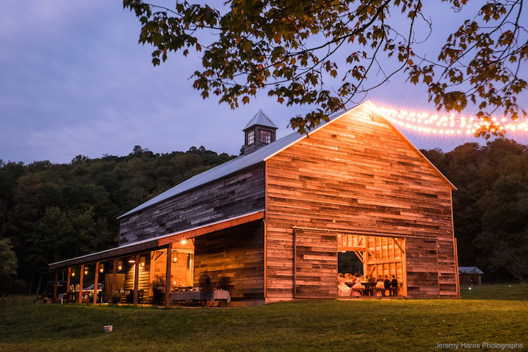 Top barn wedding venues new york rustic weddings for Best wedding venues in new york state
