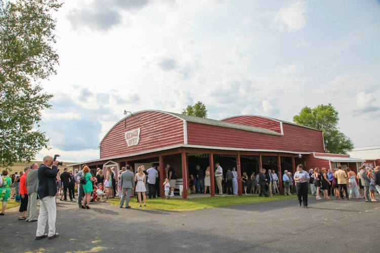 Awesome Barn Wedding Venues Wisconsin #1: Wisconsin-barn-wedding-venue-dells.jpg