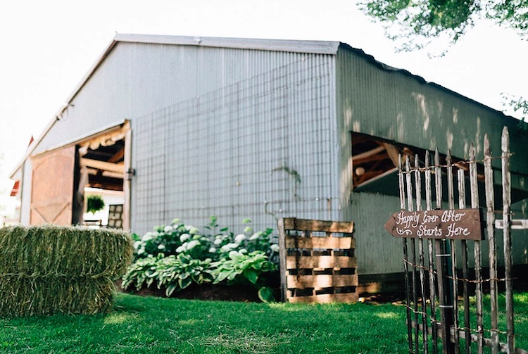 The Mora Farm & Rustic Barn